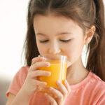 ¿Mi hijo puede tomar jugos de fruta?